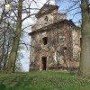 Verušičky - kaple Nejsvětější Trojice   zdevastovaná kaple Nejsvětější Trojice od jihozápadu - duben 2014