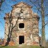Verušičky - kaple Nejsvětější Trojice   vstupní západní průčelí kaple - březen 2017