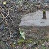 Martice - železný kříž | jednoduchý kamenný podstavec s torzem ulomeného vrcholového kříže - březen 2017
