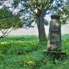 Opatov - pomník obětem 1. světové války | zchátralý neudržovaný pomník obětem 1. světové války v nepřístupné oboře v Opatově - srpen 2016
