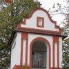Štědrá - kaple   vstupní průčelí kaple ve Štědré - říjen 2009