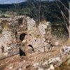 hrad Andělská Hora (Engelsburg) | věžovitá druhá brána hradu Andělská Hora - březen 2004