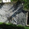 Údrč - smírčí kříž | smírčí kříž zazděný v ohradní zdi hřbitova v Údrči - září 2013