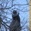 Nové Hamry - sloup se sochou Panny Marie (Immaculata) | Panna Marie (Immaculata) šlapající na draka - duben 2010