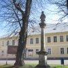 Horní Blatná - sloup se sochou sv. Jana Nepomuckého | sloup se sochou sv. Jana Nepomuckého - duben 2010