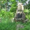 Lipoltov - pomník obětem 1. světové války   zchátralý pomník obětem 1. světové války v zaniklé vsi Lipoltov ve Vojenském újezdu Hradiště - červen 2010