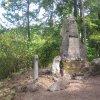 Lipoltov - pomník obětem 1. světové války   zchátralý pomník obětem 1. světové války v zaniklé vsi Lipoltov ve Vojenském újezdu Hradiště - srpen 2012