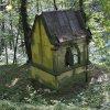 Korunní Kyselka - pohřební kaple Carla Gölsdorfa | zdevastovaná pohřební kaple Carla Gölsdorfa u bývalých lázní v Korunní Kyselce od severu - červen 2017