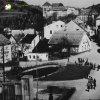 Bečov nad Teplou - pomník obětem 1. světové války   zadní strana pomníku obětem 1. světové války na konci náměstí v Bečově nad Teplou v době před rokem 1945