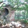 Valeč - Hoppova kaple | zdevastovaná Hoppova kaple od jihovýchodu - září 2013