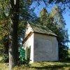 Nové Město - kaple Panny Marie Altöttingské | severovýchodní stěna kaple - říjen 2013