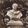 Karlovy Vary - busta Johanna Wolfganga von Goetha | busta Johanna Wolfganga von Goetha na fotografii z doby před rokem 1945