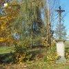 Žlutice - Kaštanový kříž | přední strana zchátralého Kaštanového kříže ve Žluticích - říjen 2015
