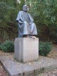 Karlovy Vary - pomník Karla Marxe  