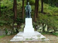 Kyselka - pomník Heinricha Mattoniho |