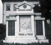 Hřebečná - pomník obětem 1. světové války   Hřebečná - pomník obětem 1. světové války