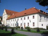Ostrov - piaristický klášter |