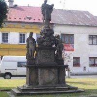 Hroznětín - sousoší sv. Jana Nepomuckého, sv. Floriána a sv. Šebestiána