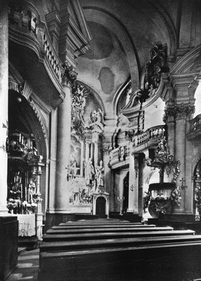 interiér farního kostela v roce 1943