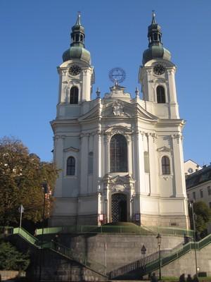 hlavní průčelí kostela - říjen 2011